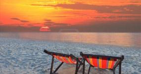Rasarit de soare la mare pe plaja